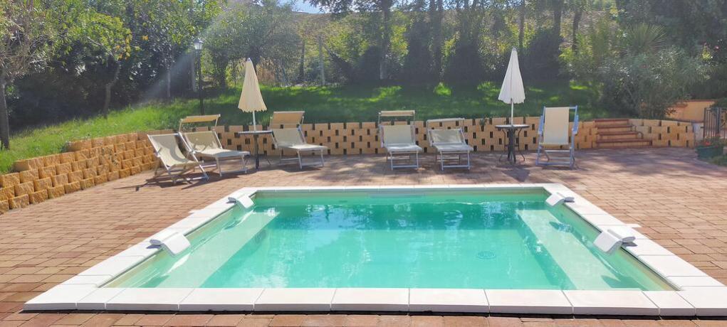Piscina idromassaggio esterna casa-vacanze Appignano
