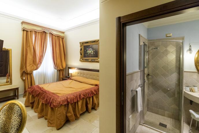 Camera matrimoniale con bagno a Cellino