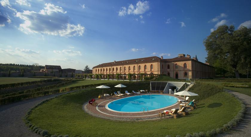 Piscina coperta del centro benessere a bra suite piscina for Piscina cuneo