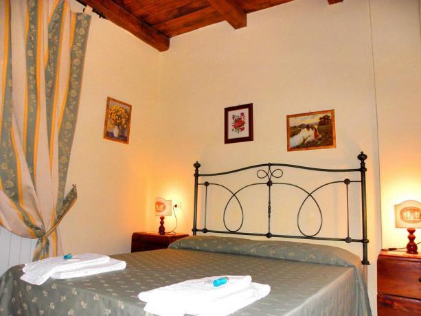 Camera Matrimoniale Agriturismo con Piscina a Gubbio Umbria