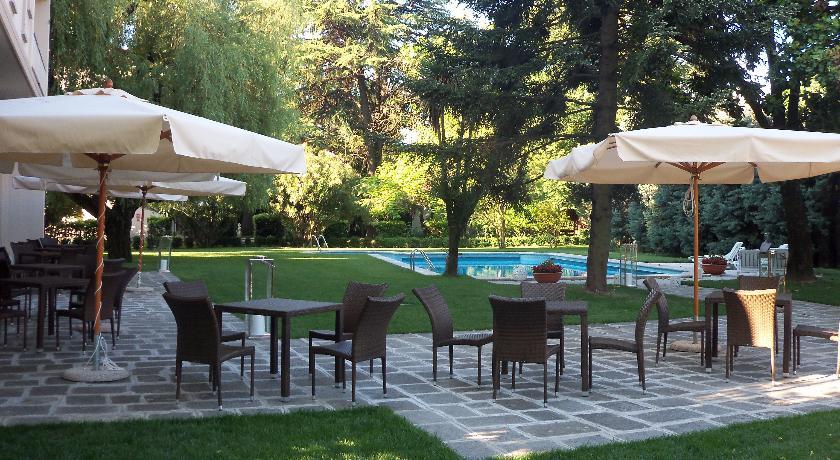 veranda fronte piscina esterna hotel Padova