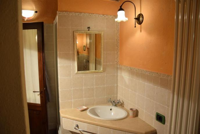 B&B Massa Martana bagno in camera