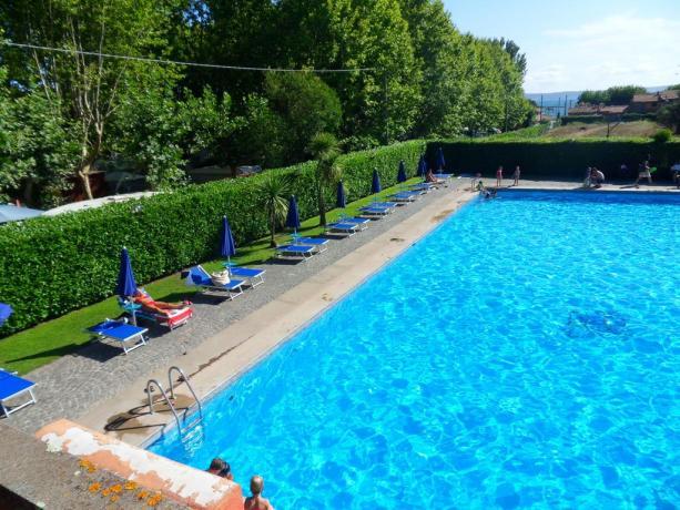 Hotel a Bracciano con piscina e solarium