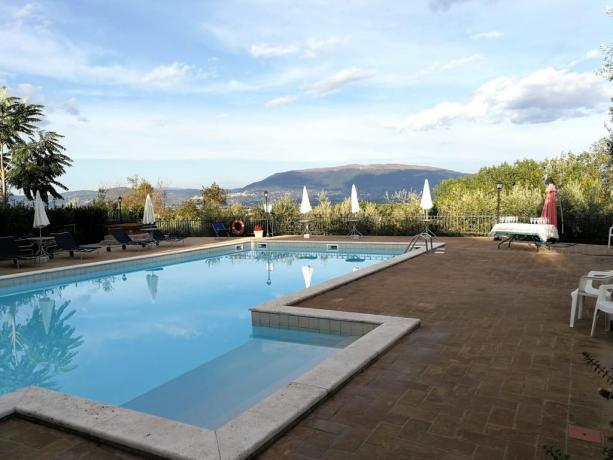 Solarium e Piscina a Bettona-Umbria