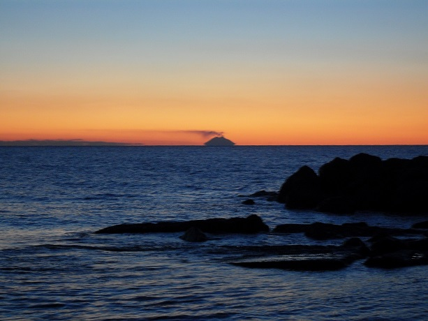 Stromboli dal Golfo di Campora San Giovanni