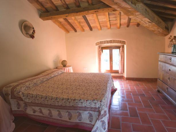 Appartamenti in Agriturismo con Piscina e Ristorante Umbria