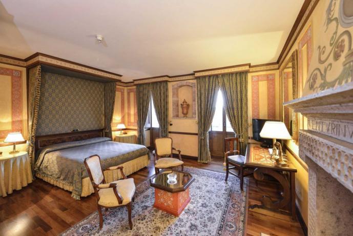 Letto a Baldacchino Suite Venturini centro Storico Todi