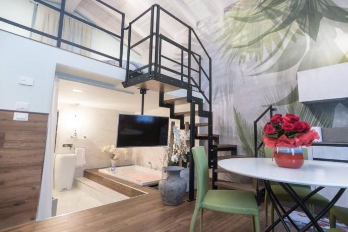 SPA Suite con Letto-Rotondo Vasca-Idromassaggio2posti Angolo-Cucina