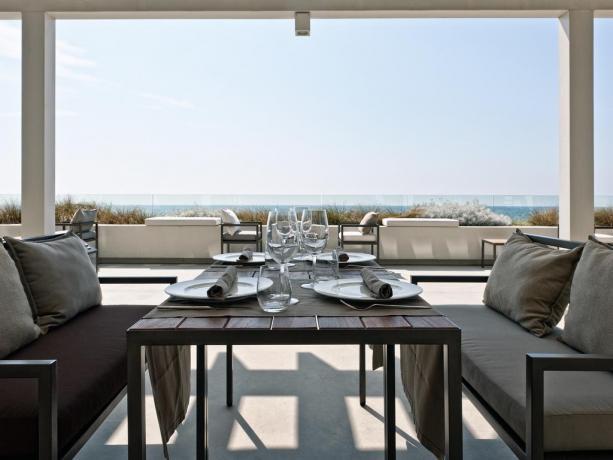 Bistrot fronte spiaggia per aperitivi,cene,degustazioni hotel4stelle Latina