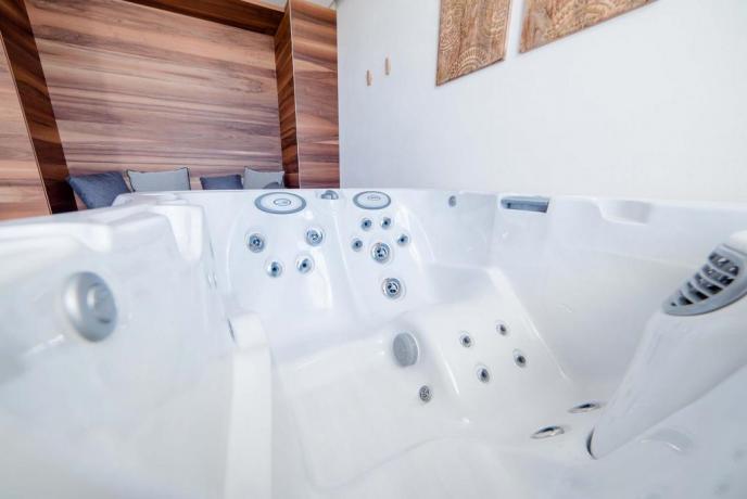 Suite con vasca idromassaggio in esclusiva relais4stelle Baia-Domizia