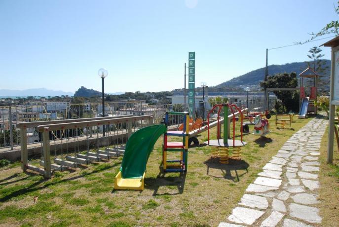 Parco giochi esterno per bambini Albergo Ischia