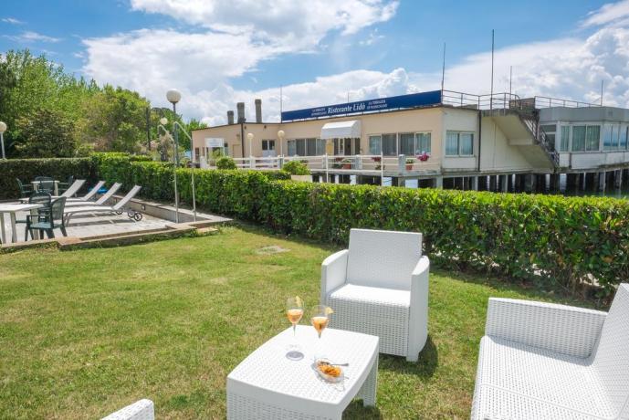 Hotel con cortile per aperitivi all'aperto