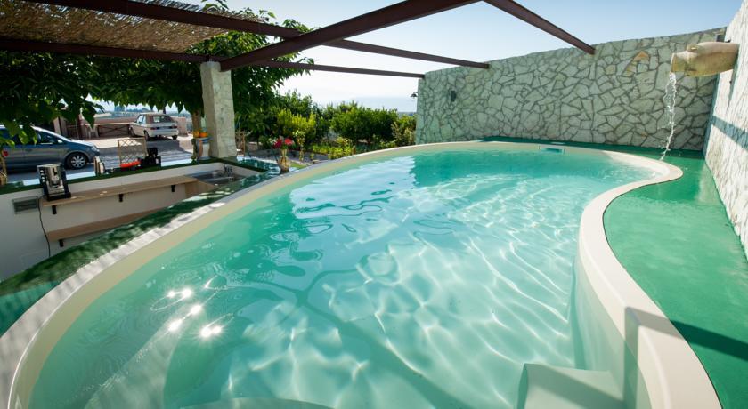 piscina esterna stagionale
