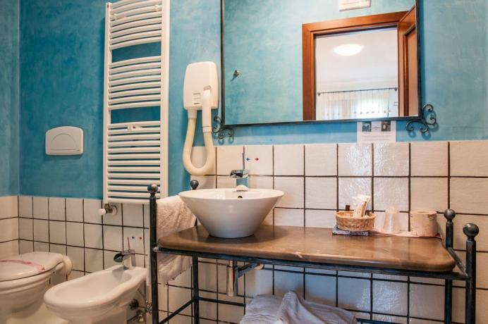 Bagno privato con servizi all'hotel di Noto