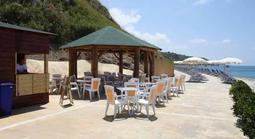 Spiaggia privata con Bar in Villaggio Parghelia