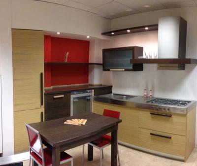 Produzione e vendita cucine componibili in legno massello for Catene arredamento