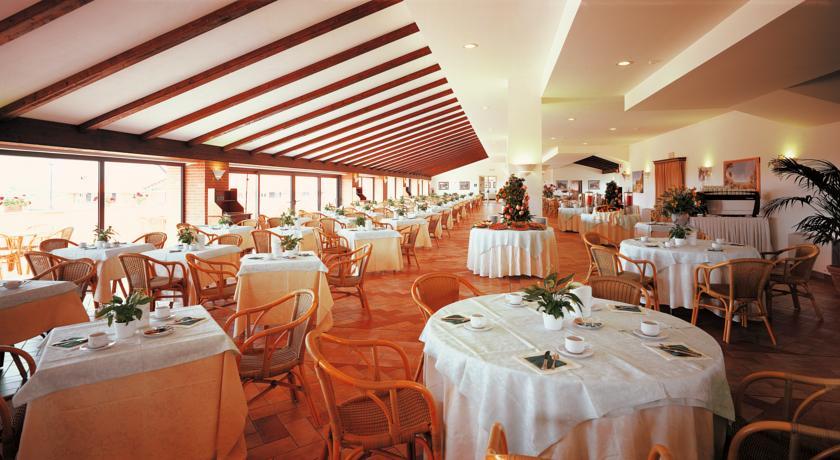 Resort con 5 Ristoranti Piscina Coperta e Spa
