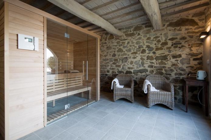 spa nella villa con sauna e doccia emozionale