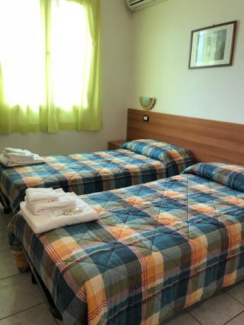 Camera con due letti singoli a Campofilone