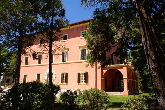 Villa con ristorante, piscina, maneggio e suite