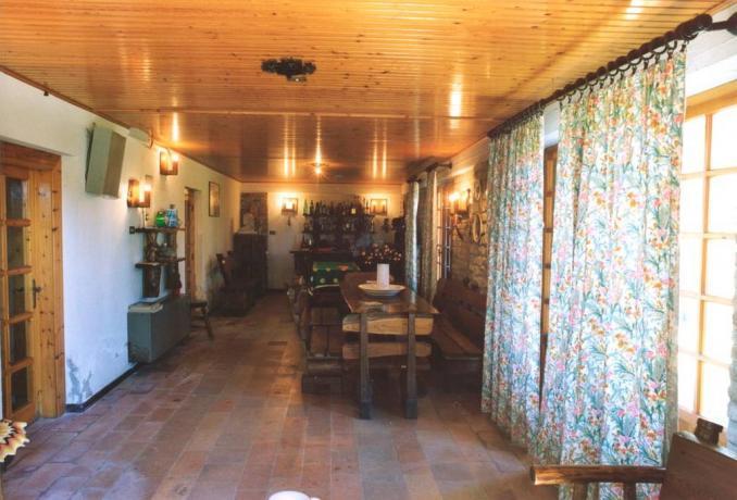 Casale con appartamenti per gruppi a Montefalcone