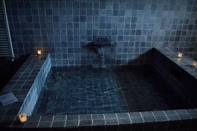 Grandi vasche a getto d'acqua