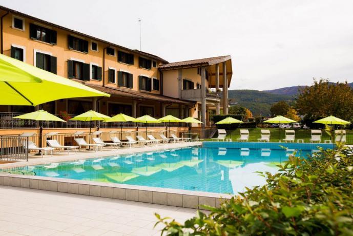 Hotel con piscina esterna a Cascia