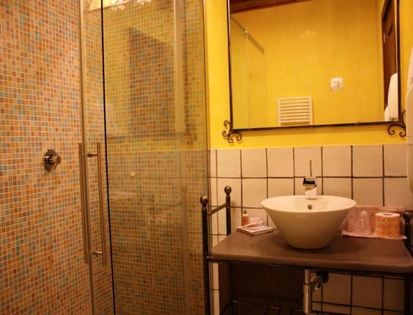 Bagno privato in camera nel Resort a Noto