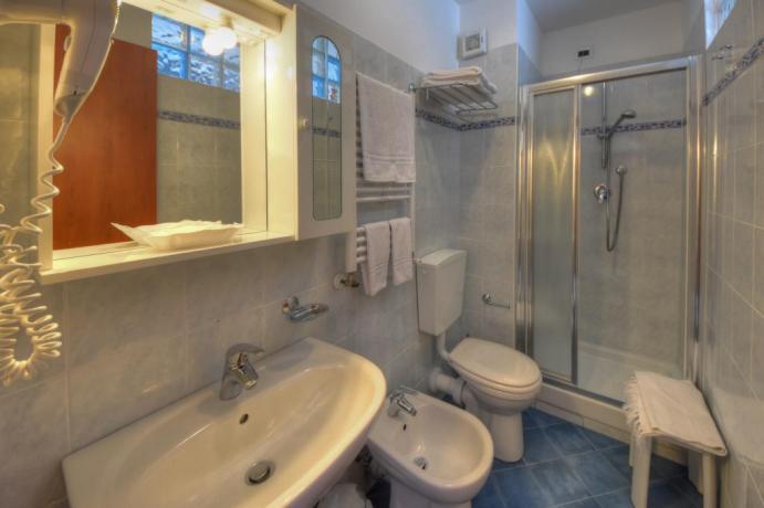 Camere comfortevoli con bagno privato