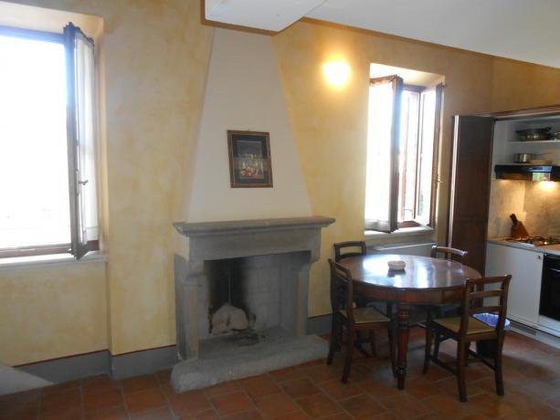 Appartamento con salottino, camino e angolo cottura, Assisi