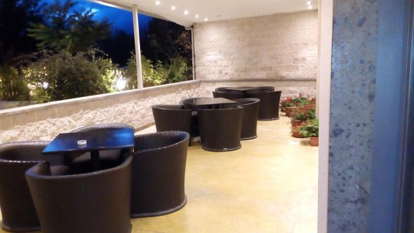 Area esterna con tavolini hotel dell'Aquila