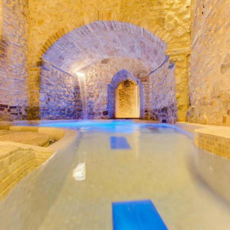 Relax di coppia in SPA con piscina coperta