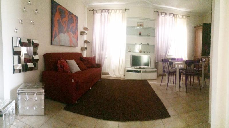 soggiorno con divano appartamento a roma
