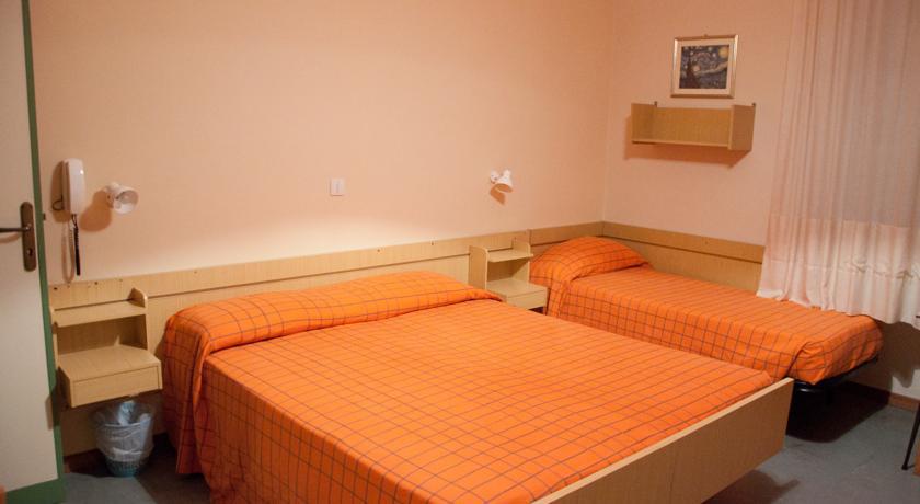 Camera tripla dotata di ogni comfort