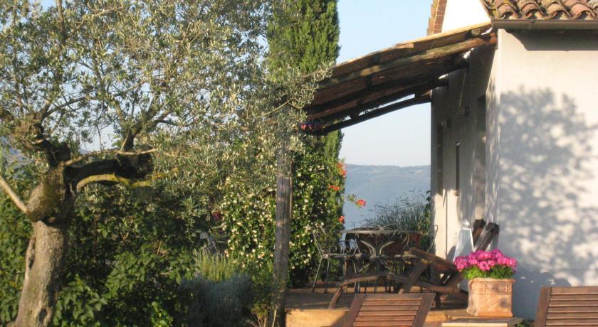 Suite con Veranda e Giardino Privato a Todi