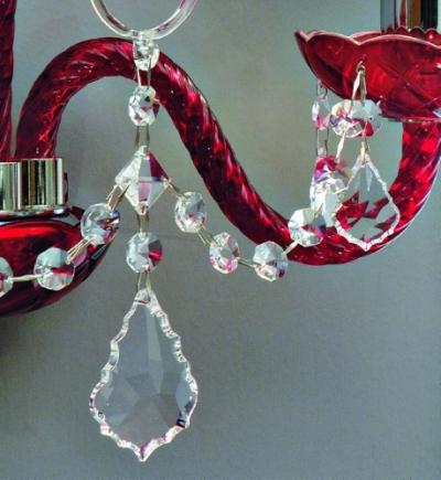 Produzione e vendita di lampadari moderni in cristallo.