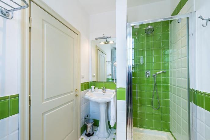Bagno Camera Resort con ampia doccia