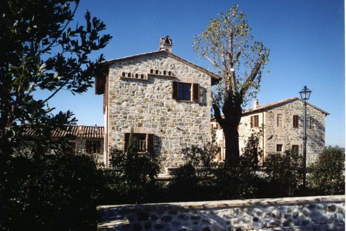 Casale appartamenti-vacanze vicino Perugia con Giardino Umbria
