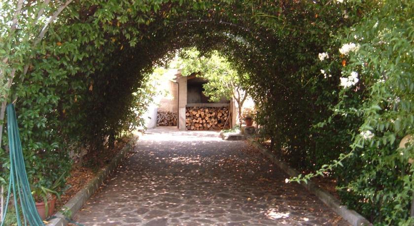 Casale tra gli ulivi a Montebuono Rieti