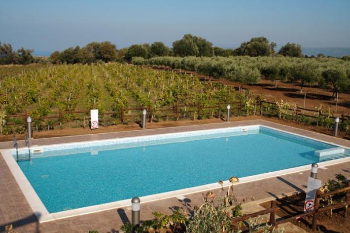 Vicino Tropea Agriturismo con piscina ed idromassaggio