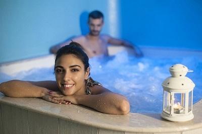 Vasca idromassaggio alla SPA dell'albergo nel Cilento