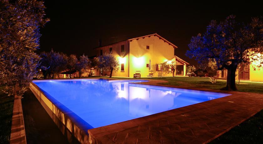 Agriturismo con piscina e ristorante Umbria