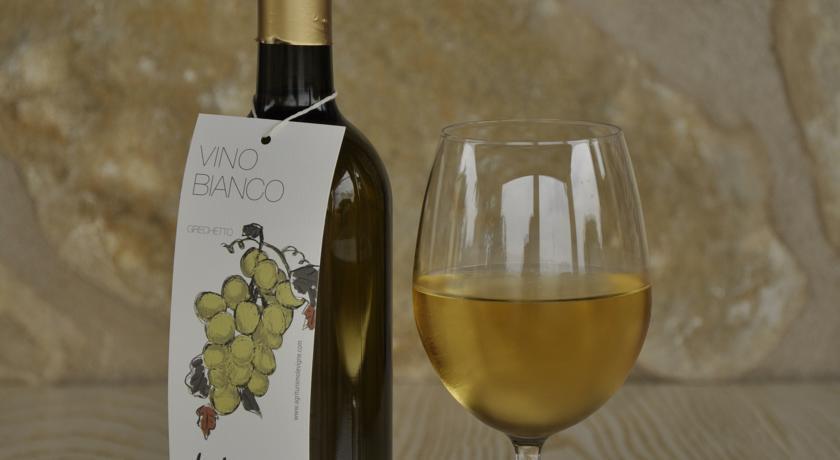 Degustazioni di vino bianco agriturismo in Umbria