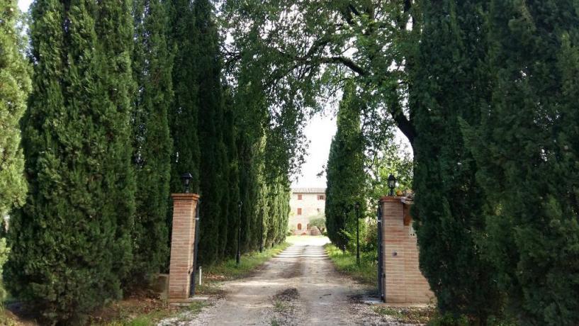 Viale di ingresso del casale