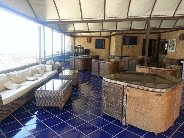 Hotel La Terra del Sole, terrazza con salotto