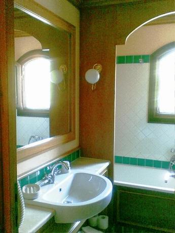 Bagno con vasca in appartamento residence ad Arzachena