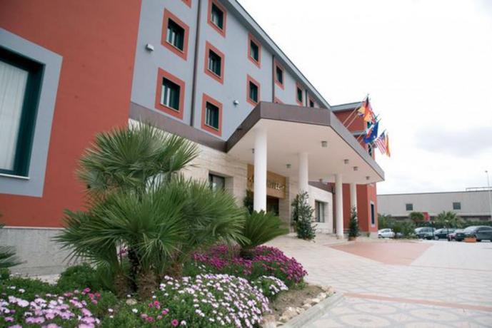 Esterno Hotel con Piscina Coperta vicino Napoli