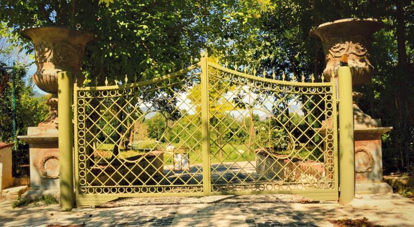 Cancello in viale esterno
