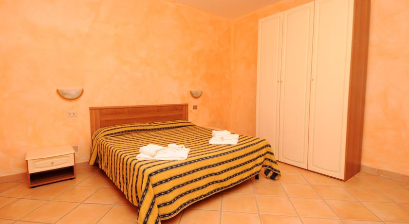 Camera matrimoniale bilo trilo residence Vignola Mare