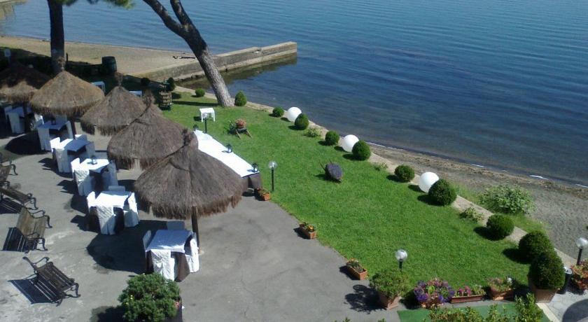 Esterno Ristorante Hotel vista Lago di Bracciano